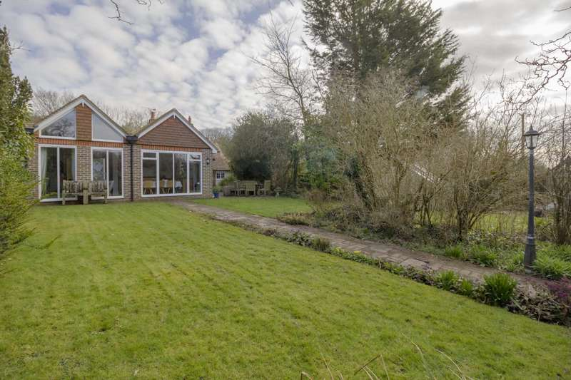 5 Bedrooms Detached House for sale in Caneheath, Arlington