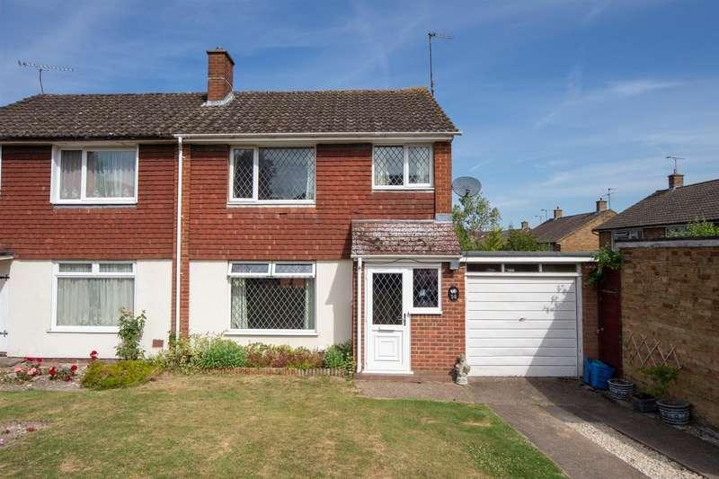 3 Bedrooms Semi Detached House for sale in Derwent Drive, Dunstable