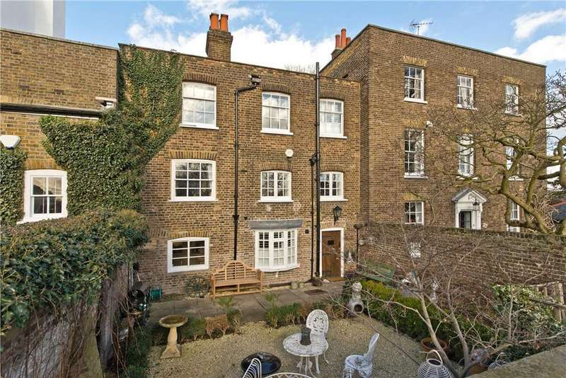 3 Bedrooms Terraced House for sale in Hampton Court Road, Richmond, Hampton Court, London, KT8