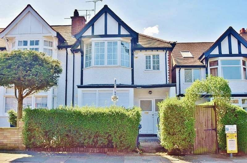 2 Bedrooms Ground Flat for sale in Hamilton Road, London, NW11