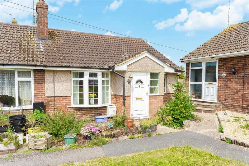2 Bedrooms Semi Detached Bungalow for sale in Brackley Road, Hazlemere