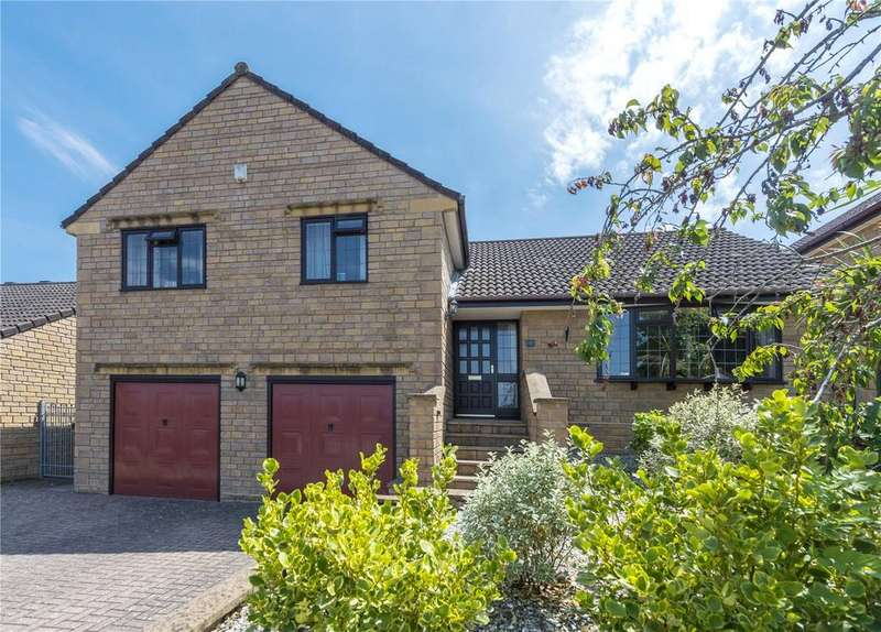 4 Bedrooms Detached House for sale in Fox Meadows, Crewkerne, Somerset