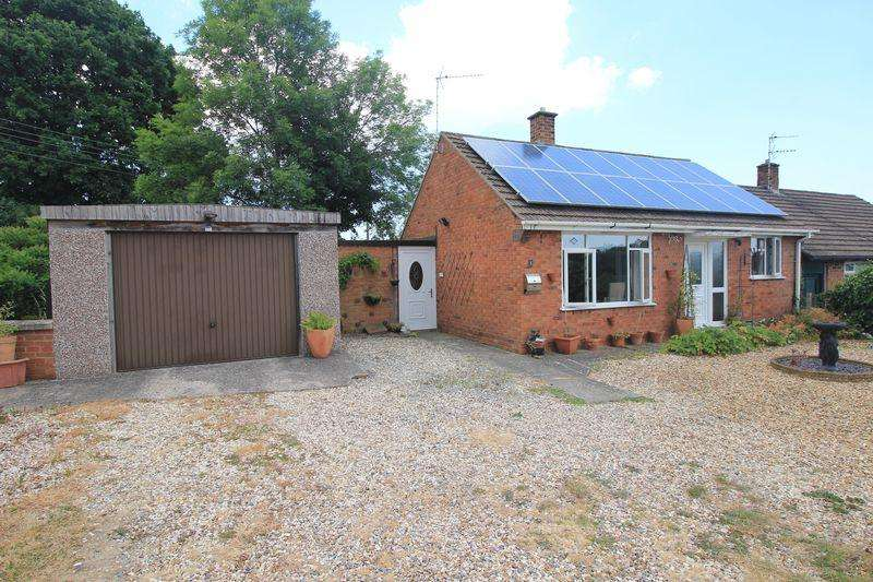 2 Bedrooms Bungalow for sale in Oaklands Road, Wrexham