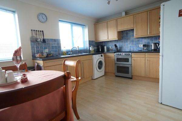 2 Bedrooms Apartment Flat for sale in Hill View, Blackhorse Lane, Downend, Bristol, BS16 6XX