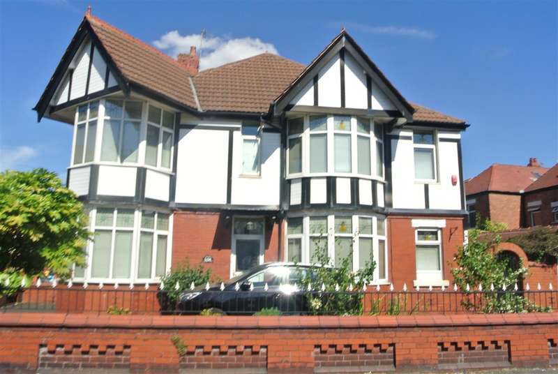 3 Bedrooms Semi Detached House for sale in Whitegate Drive, Blackpool