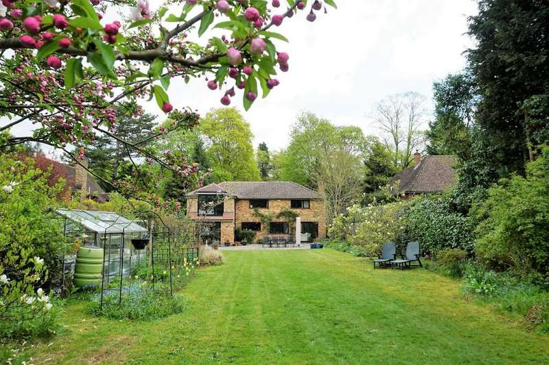 4 Bedrooms Detached House for sale in Horsham Road, Bramley, Guildford GU5 0AN