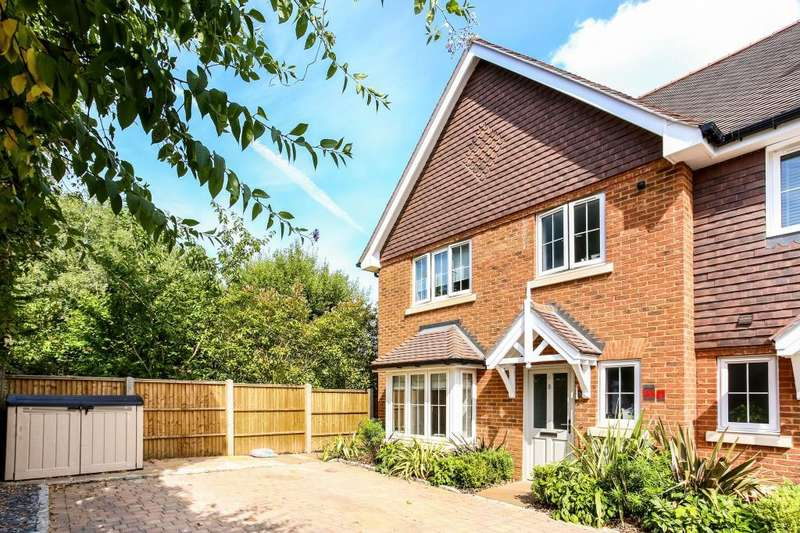3 Bedrooms End Of Terrace House for sale in Kendall Rise, Ascot