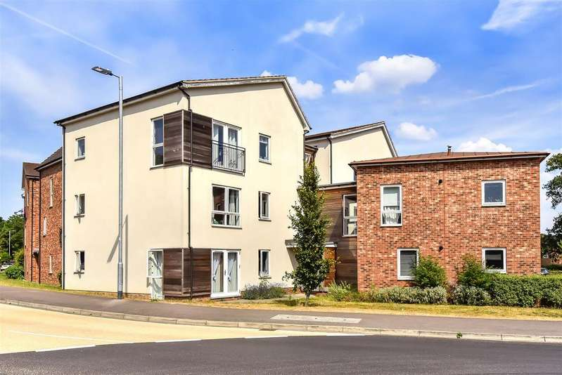 2 Bedrooms Apartment Flat for sale in Hampden Crescent, Bracknell, Berkshire, RG12 9NW