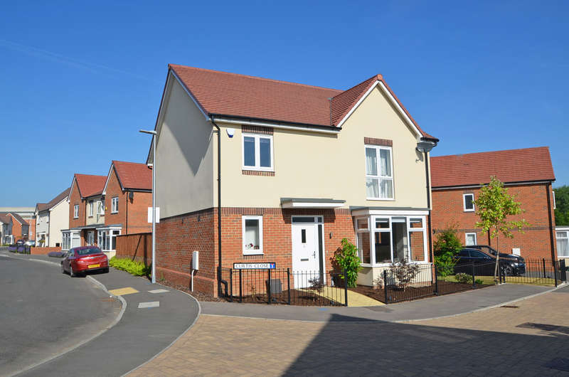 4 Bedrooms Detached House for sale in Curtis Close, Rugby