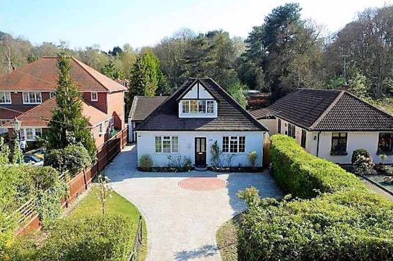 4 Bedrooms Detached House for sale in Nine Mile Ride, Finchampstead RG40