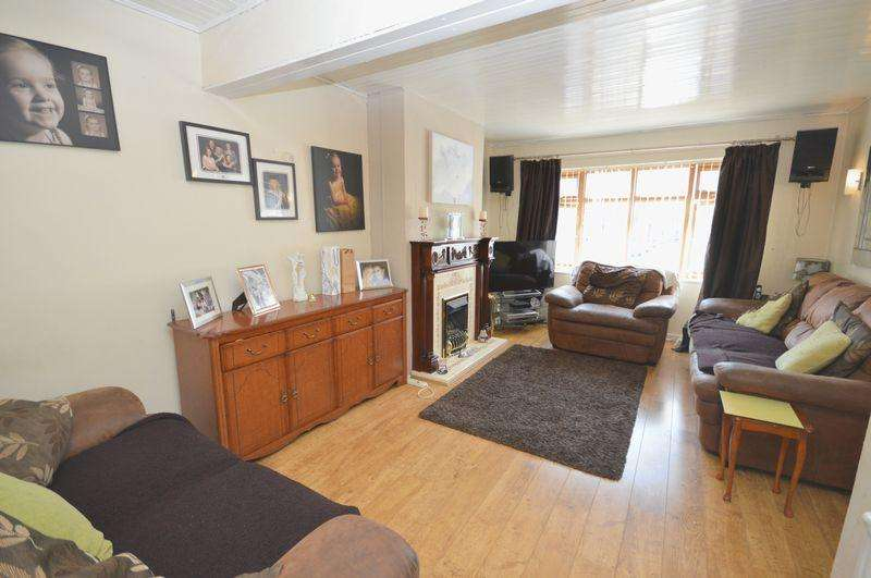 3 Bedrooms Semi Detached House for sale in Dale Close, Widnes