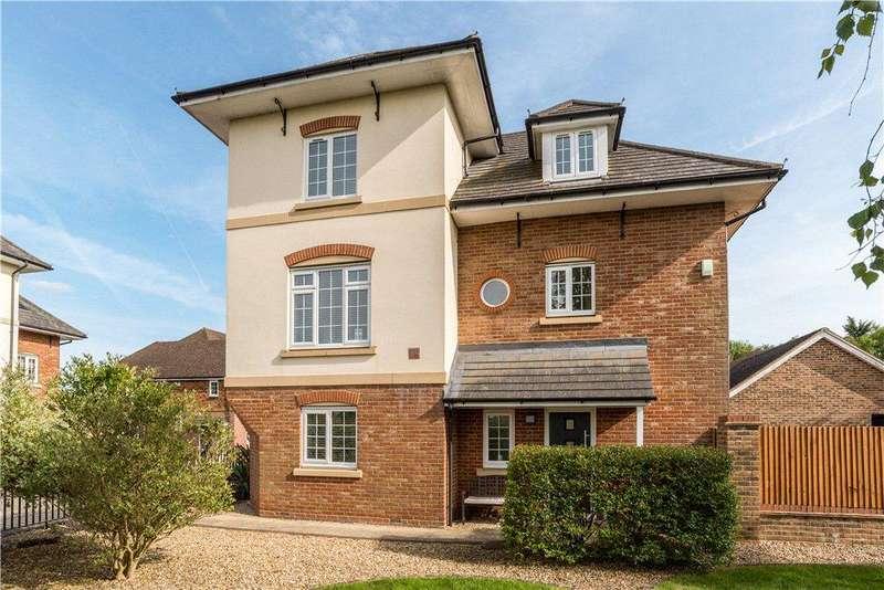 4 Bedrooms Detached House for sale in The West Hundreds, Fleet, GU51