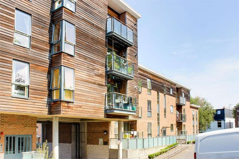 2 Bedrooms Flat for sale in Saxon Chase, Dickenson Road, Crouch End, London