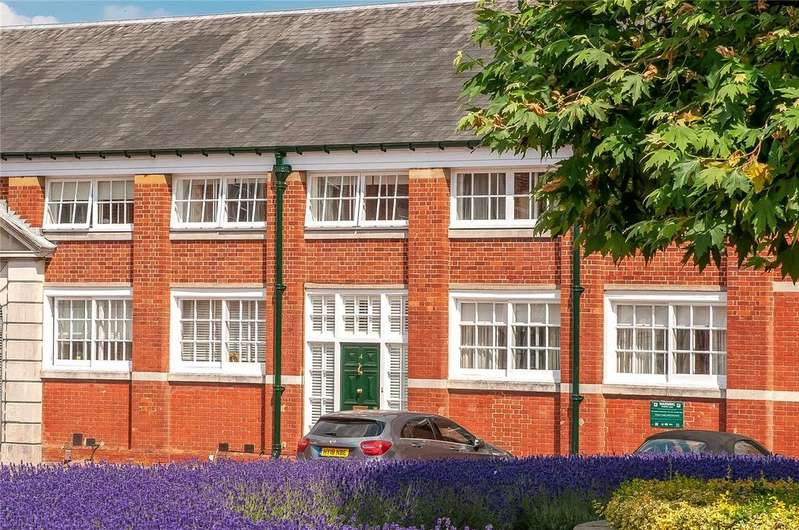 3 Bedrooms Terraced House for sale in Peninsula Square, Winchester, Hampshire, SO23