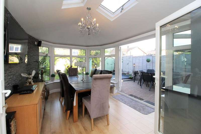 3 Bedrooms Semi Detached House for sale in Humber Avenue, Bedford MK41