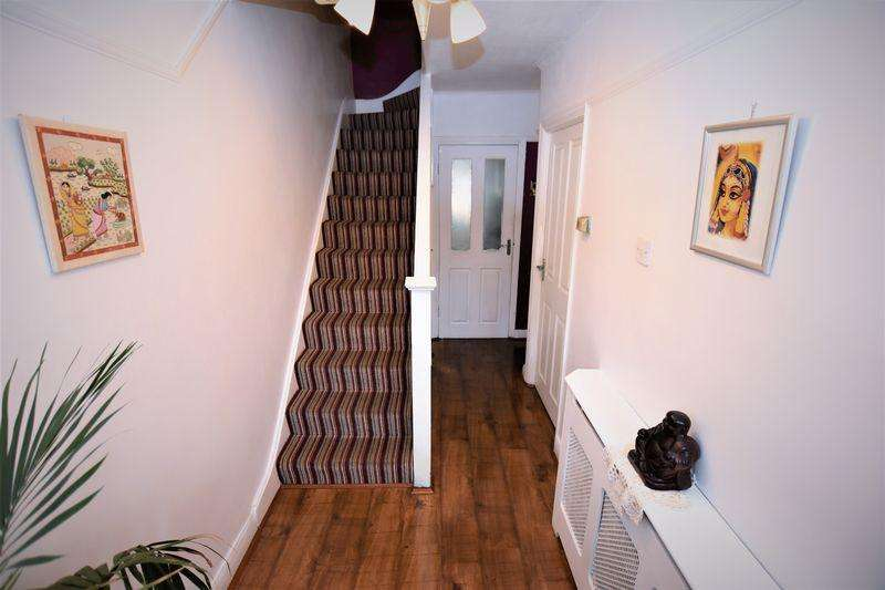 3 Bedrooms Terraced House for sale in Enfield, London N9.
