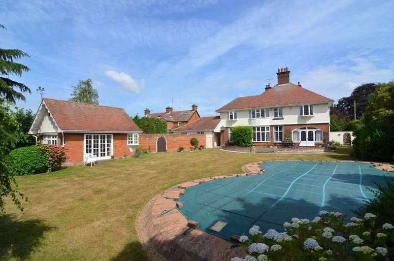 5 Bedrooms Detached House for sale in High Road East, Felixstowe