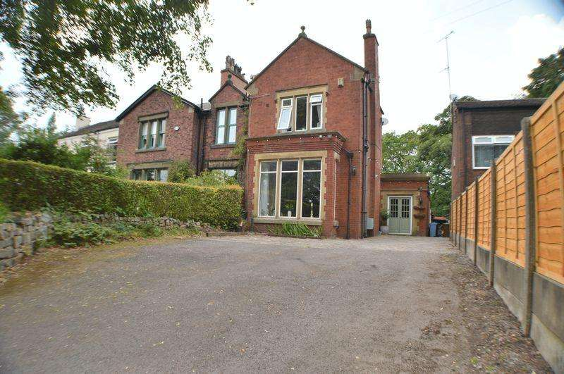4 Bedrooms Semi Detached House for sale in Woodend Lane, Hyde