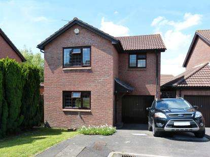 3 Bedrooms Detached House for sale in Dorcas Avenue, Stoke Gifford, Bristol, South Gloucestershire