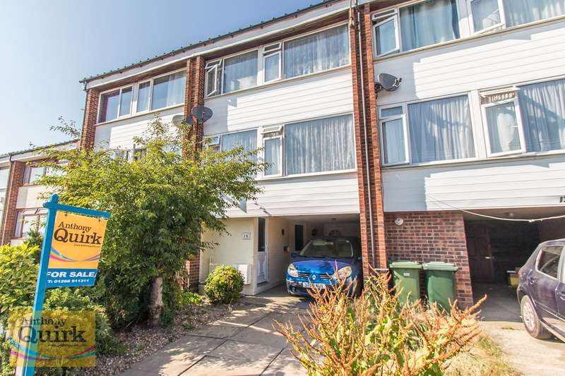3 Bedrooms Town House for sale in Woodside View, Benfleet, SS7