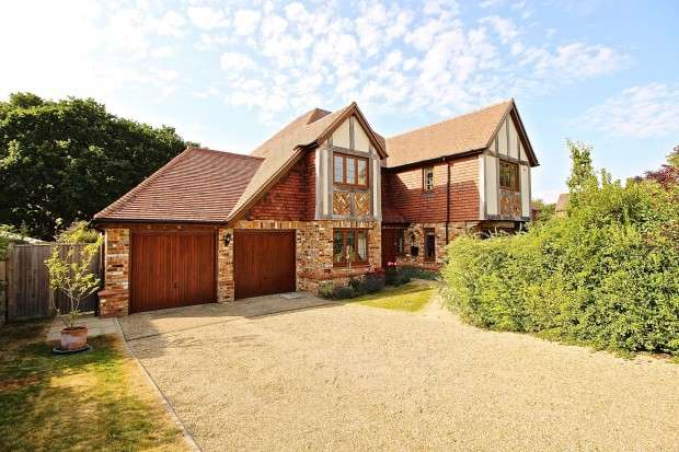 5 Bedrooms Detached House for sale in Old Harrier Close, Bexhill-on-Sea, TN39