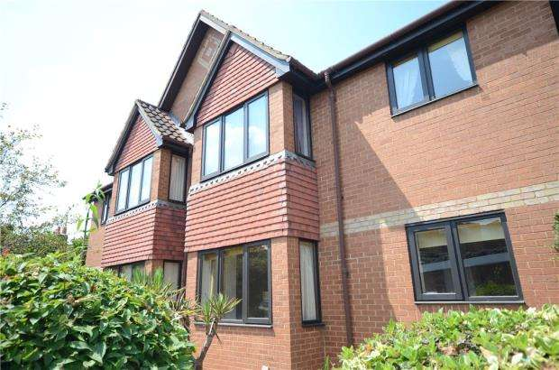2 Bedrooms Retirement Property for sale in Fishers Court, Peppard Road, Reading