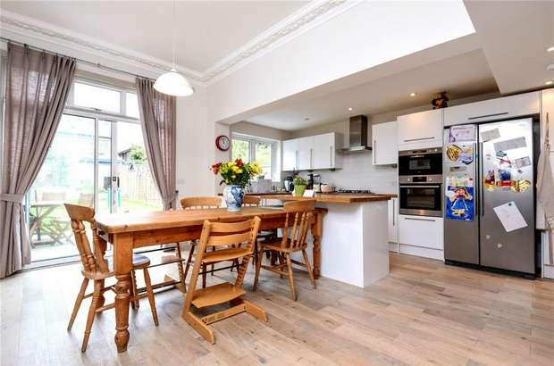 3 Bedrooms Semi Detached House for sale in Stodart Road, Penge, London