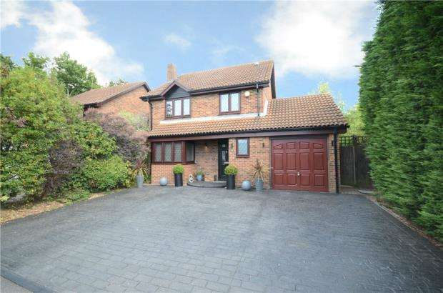 4 Bedrooms Detached House for sale in Rockfield Way, College Town, Sandhurst