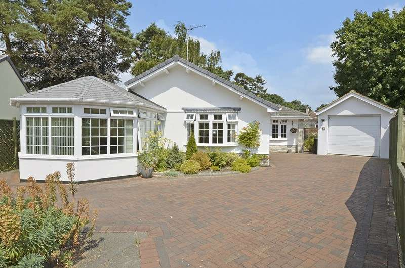 3 Bedrooms Detached Bungalow for sale in Shirley Close, West Moors, Ferndown