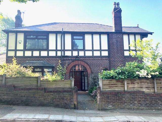 4 Bedrooms Detached House for sale in Castle Hill Road , Prestwich M25