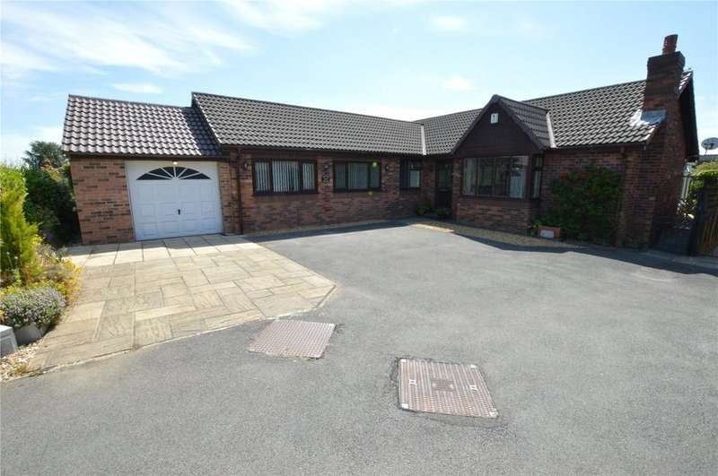 4 Bedrooms Detached Bungalow for sale in Templegate Close, Leeds