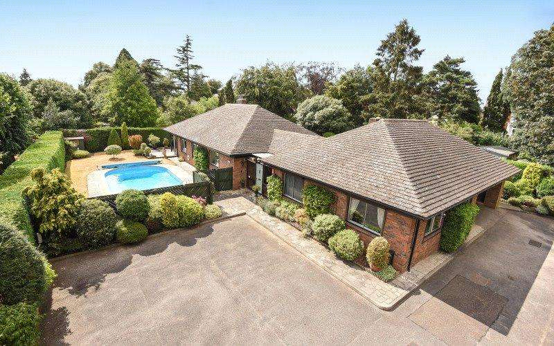 4 Bedrooms Detached Bungalow for sale in St. Edmunds Place, Ipswich, Suffolk, IP1