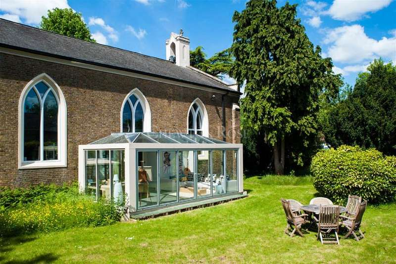 4 Bedrooms Detached House for sale in Uxbridge, Middlesex