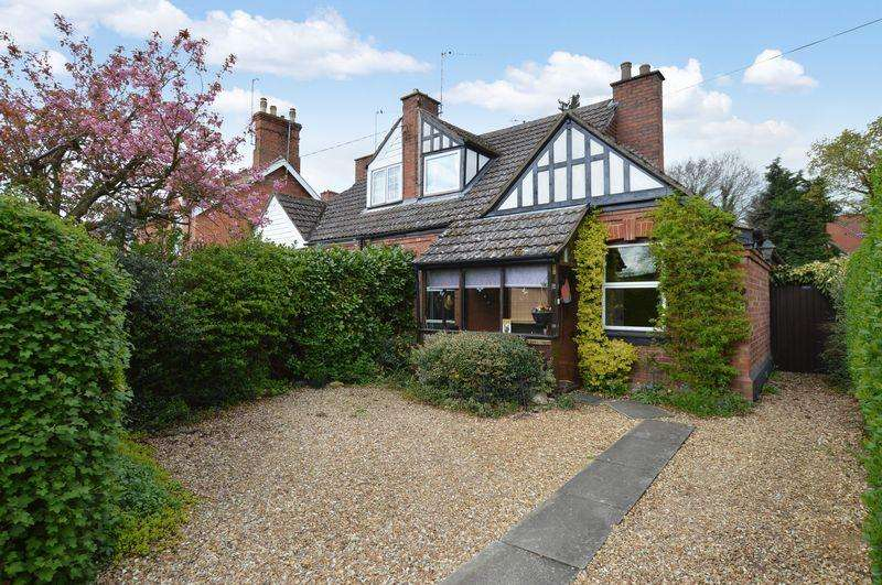 3 Bedrooms Semi Detached House for sale in 63 Tor O Moor Road, Woodhall Spa