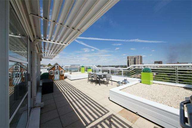 3 Bedrooms Flat for sale in Barrier Point, E16