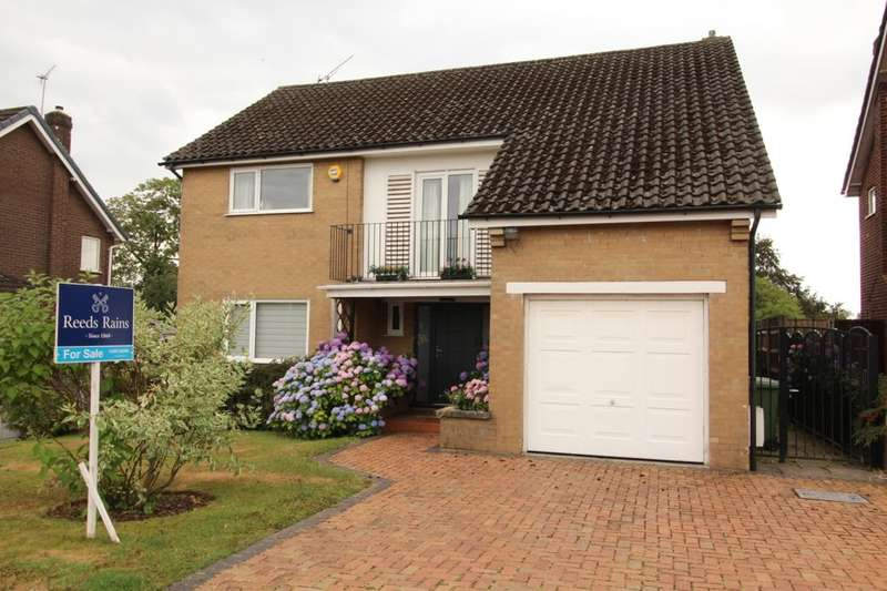 4 Bedrooms Detached House for sale in Valley Drive, Handforth, Wilmslow, SK9
