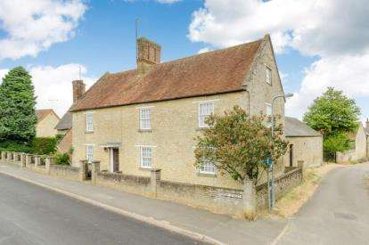 6 Bedrooms House for sale in High Street, Potterspury, Towcester, Northamptonshire