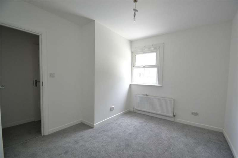 4 Bedrooms Terraced House for sale in Gresham Road, London
