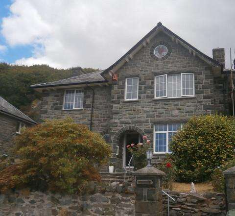 4 Bedrooms Detached House for sale in Cefn Gwyn, Mynach Road, Barmouth LL42