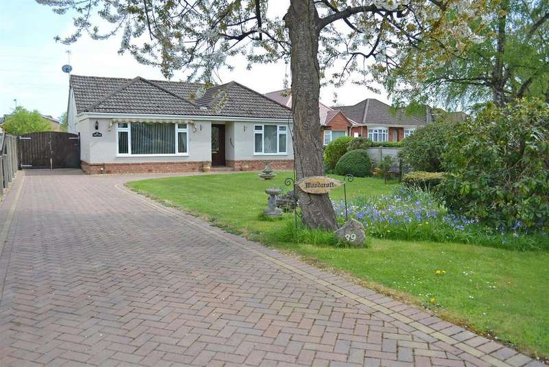 3 Bedrooms Detached Bungalow for sale in Wheelers Lane, Bearwood, Bournemouth