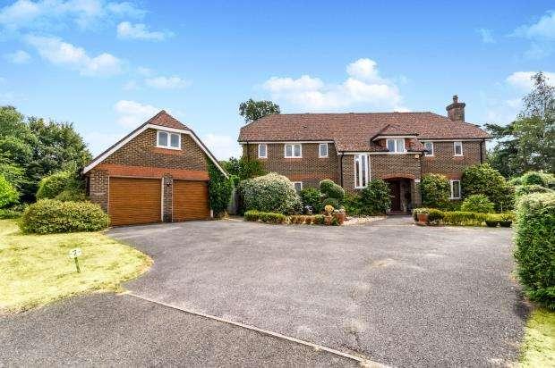 5 Bedrooms Detached House for sale in Midhurst, West Sussex, UK