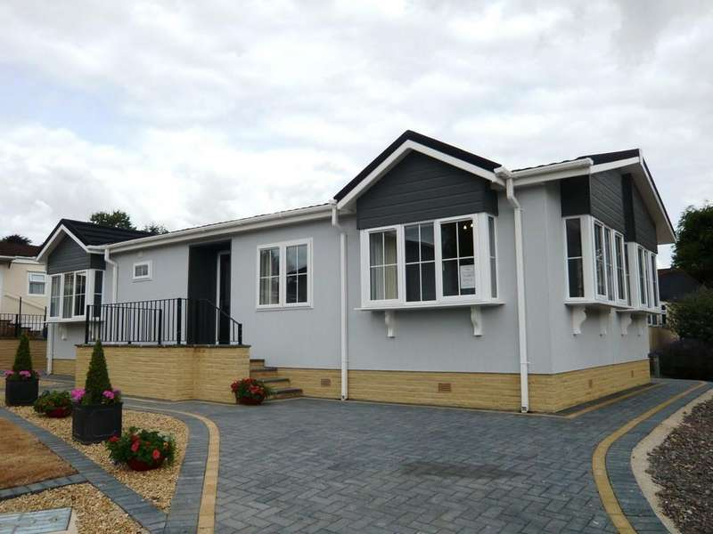 2 Bedrooms Park Home Mobile Home for sale in Cheltenham Road, Bagendon