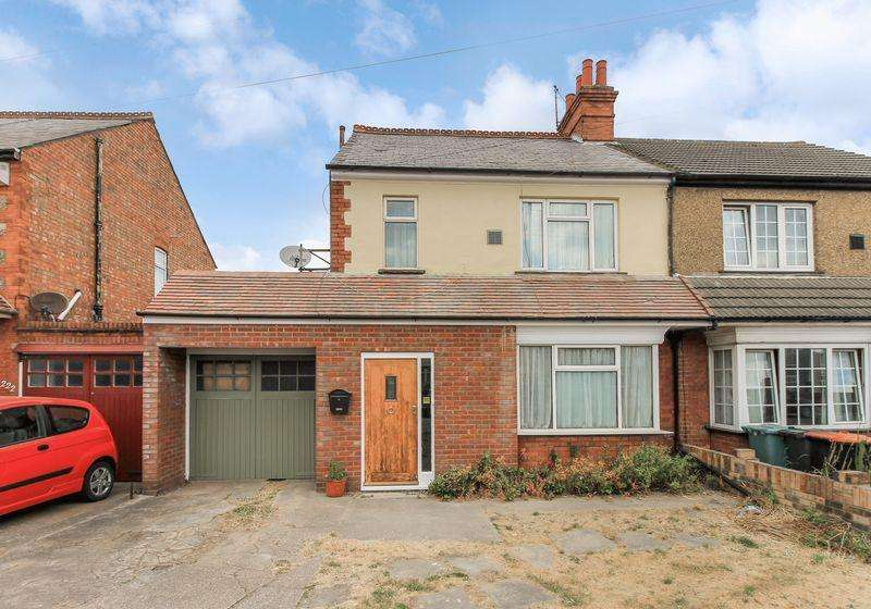 3 Bedrooms Semi Detached House for sale in Luton Road, Dunstable