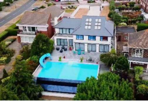 5 Bedrooms Detached House for sale in Spectacular Seafront Property