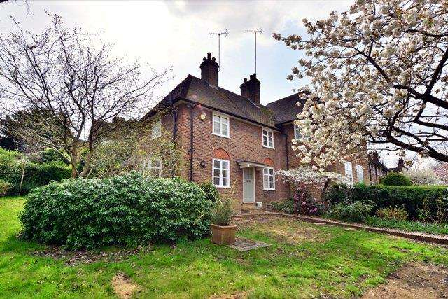 2 Bedrooms Cottage House for sale in Addison Way NW11