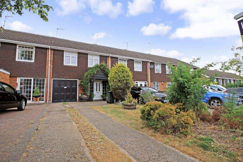 3 Bedrooms Terraced House for sale in The Close, Luton