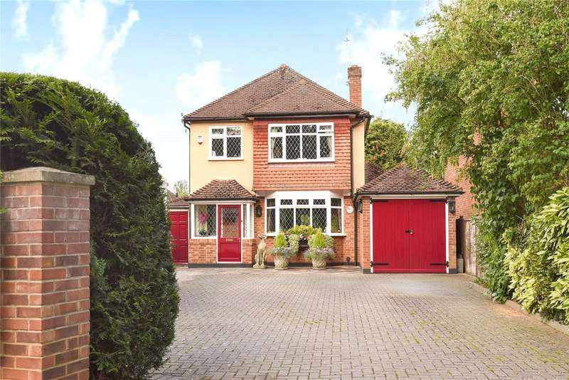 4 Bedrooms Detached House for sale in Thornhill Road, Ickenham, Middlesex, UB10