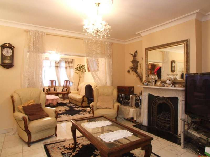5 Bedrooms Semi Detached House for sale in Acton