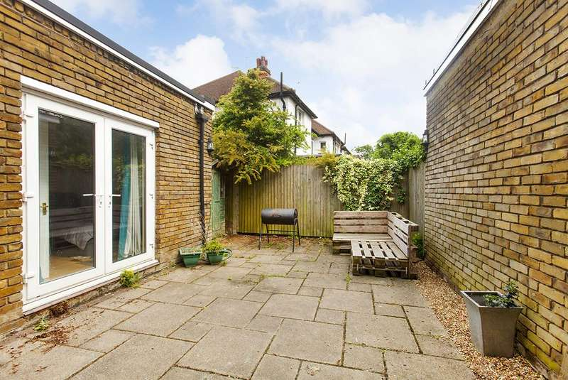 4 Bedrooms Terraced House for sale in Belfont Walk, London