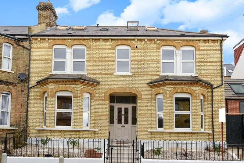 2 Bedrooms Flat for sale in Waldegrave Road, Crystal Palace